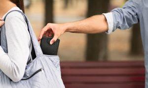 معرفی بهرتین وکیل سرقت در تهران سرقت چگونه رخ میدهد و چه قوانینی دارد؟ مقدمه ؛ سرقت چیست؟ انواع سرقت چیست ؟ سرقت مسلحانه باید چه خصوصیاتی را دارا باشد؟ سرقت اینترنتی چیست؟ سرقت از بانک چگونه رخ می دهد؟ در این مختصر مبحث به پاسخ این سوالات پرداخته و سعی میکنیم تا این مباحث بصورت کاربردی ارائه شود. برای مشاوره با بهترین وکیل سرقت در تهران کافیست با ما در تماس باشید. تعریف سرقت و انواع سرقت (سرقت مسلحانه و ...)؛ شاید بتوان با کمی مسامحه جرم سرقت را یکی از قدیمی ترین جرایم ارتکابی توسط بشردانست. که درست از لحظهای که مالکیت شکل گرفته است،جرم سرقت نیز به وجود آمده است.از گذشته برای جرایمی همچون سرقت مجازات هایی بس سنگین و طاقت فرسا تعیین گشته است. قانونگذار در ماده 267 قانون مجازات اسلامی مصوب 1392، جرم سرقت را بدینگونه تعریف مینماید: سرقت عبارت است از ربودن مال متعلق به غیر یعنی برای اینکه جرم سرقت واقع شود میباید 3 عنصر ربودن و مالیت داشتن شیء ربوده شده و تعلق داشتن به غیر نیز واقع شود تا بتوانیم بگوییم در اینجا سرقت اتفاق افتاده است. حال سوال این است که انواع سرقت چیست؟ اگر شما مورد اتهام سرقت قرار گرفته اید این مقاله می تواند برای مشاوره یک وکیل خوب در تهران و بهترین وکیل سرقت در تهران می توانید از مشاوران ما کمک بگیرید. به شما کمک کند.مثلا: شخصی در دادسرا مورد اتهام سرقت مسلحانه واقع شده است که در این مقاله سعی میکنیم تا به این نوع افراد کمک کنیم تا بدانند که اولا برای اینکه این جرائم واقع شود باید دارای چه ویژگی هایی باشدو ثانیا مجازات سرقت چه می باشد؟ انواع سرقت را بهتر بشناسید سرقت را می توان از لحاظ نوع وسیله ارتکابی به سرقت مسلحانه و غیر مسلحانه و از لحاظ محیط ارتکاب جرم به سرقت اینترنتی و غیر اینترنتی و از لحاظ قربانی جرم به سرقت از بانک و سرقت از غیر بانک و از لحاظ نوع مجازات به سرقت حدی و تعزیری تقسیم نمود.که در ذیل بدان میپردازیم. سرقت مسلحانه و غیر مسلحانه؛اگر یک شخص برای اینکه مال دیگری را برباید از اسلحه استفاده نماید از قبیل: چاقو یا تفنگ و مال گرانبهای دیگری را برباید یا برعکس شخصی برای این ربایش از اسلحه ای استفاده نکند در این جا باید گفت که مجازات این افراد به سبب ابزار استفاده شده در ارتکاب سرقت،متفاوت است . بدین گونه که فی المثال شخصی به محلی یورش ب